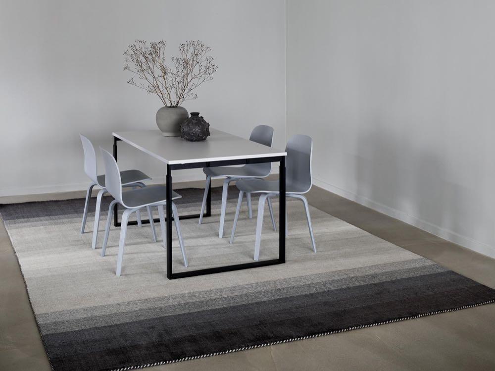 Rezas: Dense virgin wool handloom rugs – unicolour or with gradient