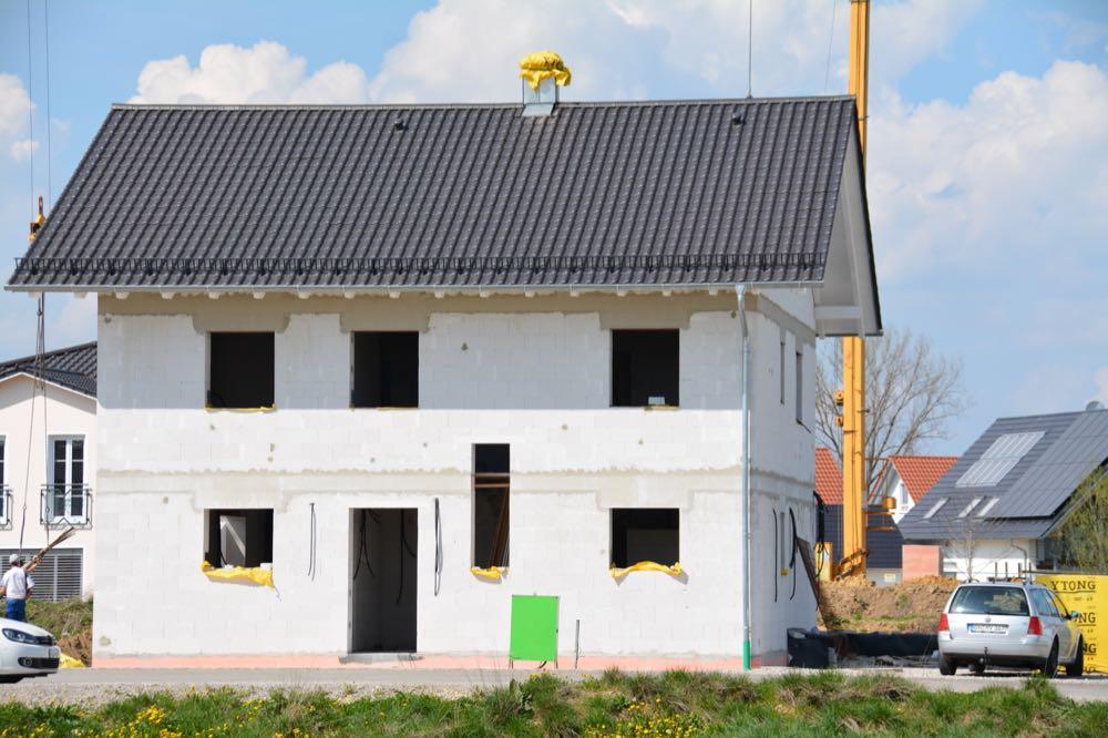 Wohnbau: Weniger Baugenehmigungen im Juni, erstes Halbjahr deutlich im Plus