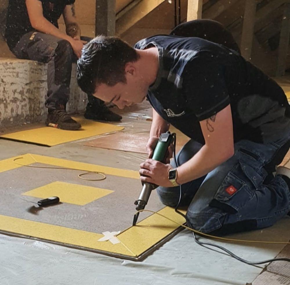 Frischgebackene Fachbauleiter Fußbodentechnik prämiert