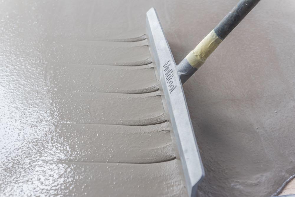 KLB Kötztal: Neue Ausgleichsmassen zur Industrieboden-Sanierung