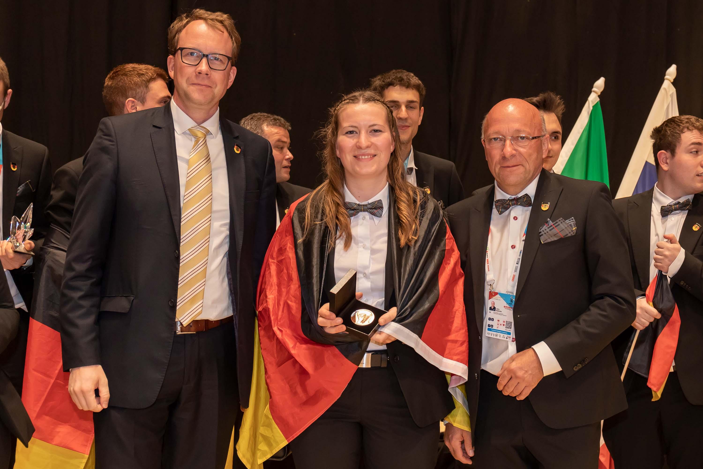 Euroskills 2021: Regina Fraunhofer mit Exzellenzmedaille geehrt