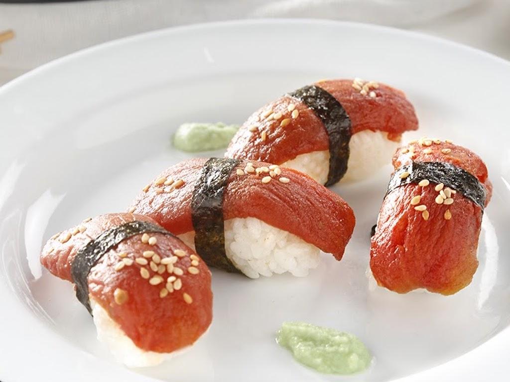 Spanien: Mimic Seafood imitiert rohen Thunfisch auf Basis von Tomaten